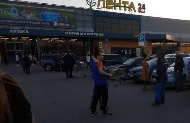 Эвакуирован гипермаркет «Лента» наМосковском шоссе