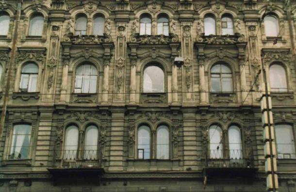 Треть фасадов вцентре Петербурга отмыли «щадящим шампунем»