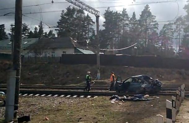 Поезд сбил автомобиль вОрехове