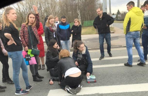Автобус сбил девушку наСанкт-Петербургском шоссе