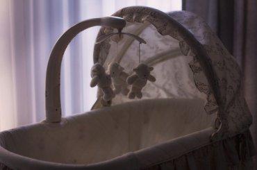 Женщина подарила новорожденного сына своей знакомой
