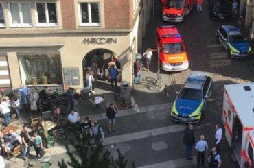 Автомобиль въехал втолпу людей вГермании