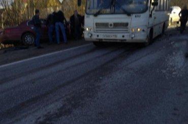 Водитель легковушки погиб вДТП смаршруткой