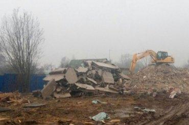 Трехэтажный жилой дом снесли вКолпине