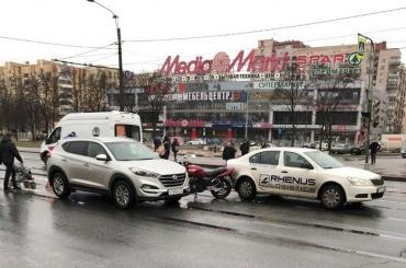 Мотоциклист протаранил коляску сребенком
