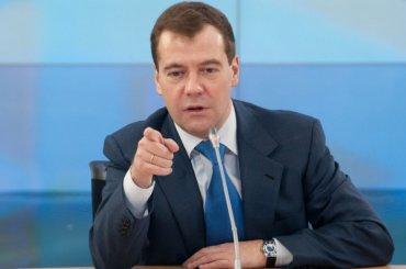 Медведев назвал бедность главной проблемой России