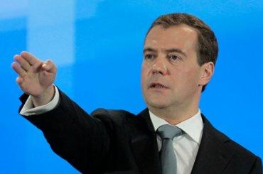 Медведев зовет Обаму посмотреть на«порванную вклочья» экономику России
