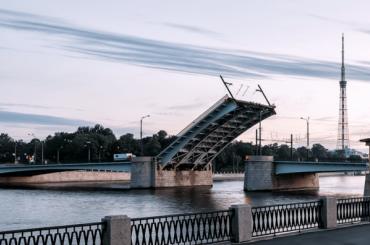 Два моста разведут вночь начетверг вПетербурге