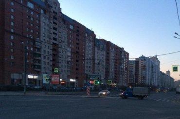 Водитель кидался бутылками водки вПриморском районе