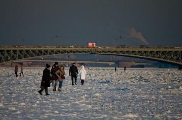 Петербуржцы небудут гулять польду из-за Смольного