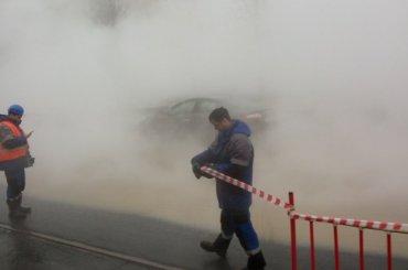 Шлиссельбургский проспект затопило горячей водой
