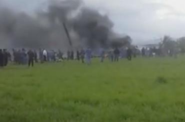 СМИ: более 200 человек погибли при крушении самолета Ил-76 вАлжире