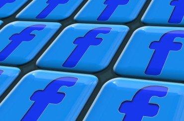 Facebook заблокировал группы «фабрики троллей»