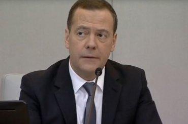 Медведев намекнул, что останется премьером ипосле 7мая