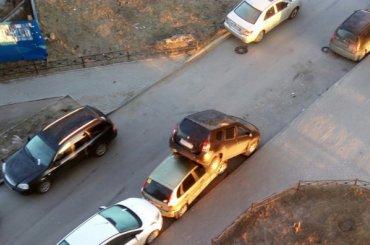 Водитель протаранил десять припаркованных машин вМурине
