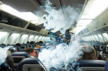 Суд Ленобласти оправдал курящего всамолете пассажира