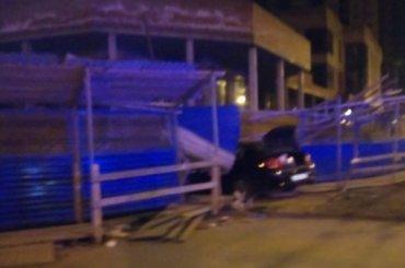 Машина врезалась вдом вВыборгском районе