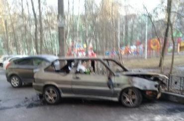 Автомобиль слюдьми всалоне выгорел вКировском районе