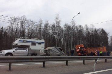 Дом наколесах идве фуры попали вДТП наМурманском шоссе