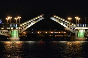 Четыре моста разведут этой ночью