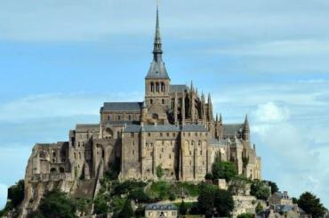 Крепость Мон-Сен-Мишель эвакуировали воФранции из-за угроз неизвестного