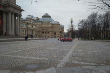 Петербургский депутат проследил заневидимыми съемками
