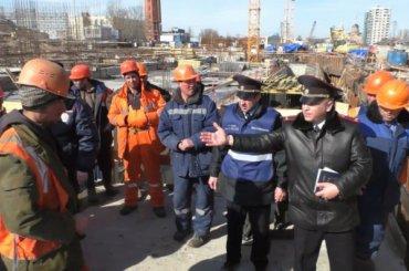 Полиция проверила 71 мигранта настройплощадке вцентре Петербурга