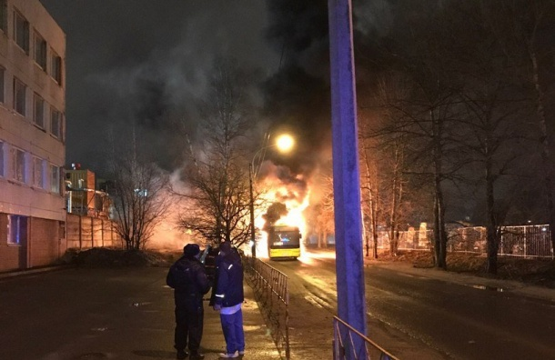 ВПриморском районе Петербурга полыхал рейсовый автобус