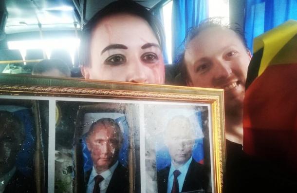 Участницу шествия вПетербурге задержали запортрет Путина