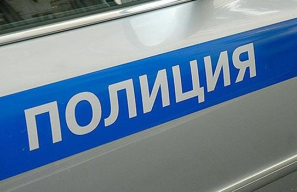 Мужчина выпал изокна отдела полиции вПетербурге