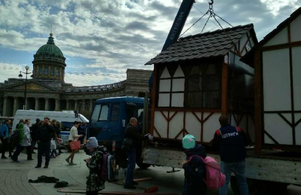НаМалой Конюшенной снесли ярмарку Минпромторга Российской Федерации
