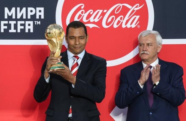 Жилберту Силва показал кубок ЧМ-2018