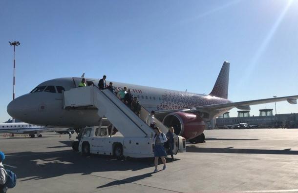 Самолет «России» изПетербурга непустили из-за поломки
