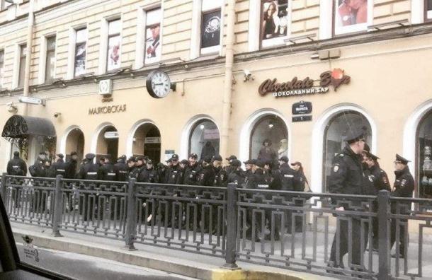 ВРФ намитинге задержали людей сфлагами Украины