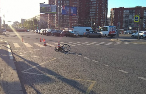 Маршрутка сбила юного велосипедиста наЛуначарского