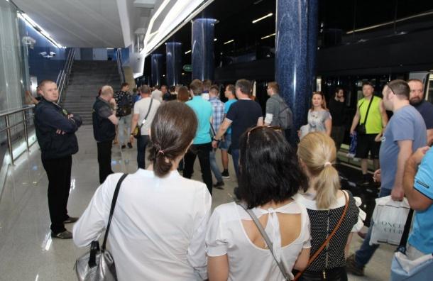 «Новокрестовскую» закрыли наследующий день после открытия