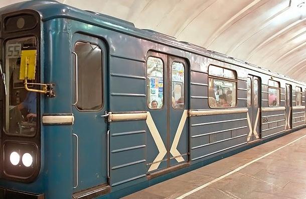 Влюбленный петербуржец пытался остановить поезд вметро