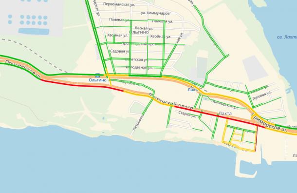 НаПриморском шоссе возникла сложная пробка