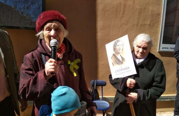 Памятный брандмауэр открыли наКонной улице