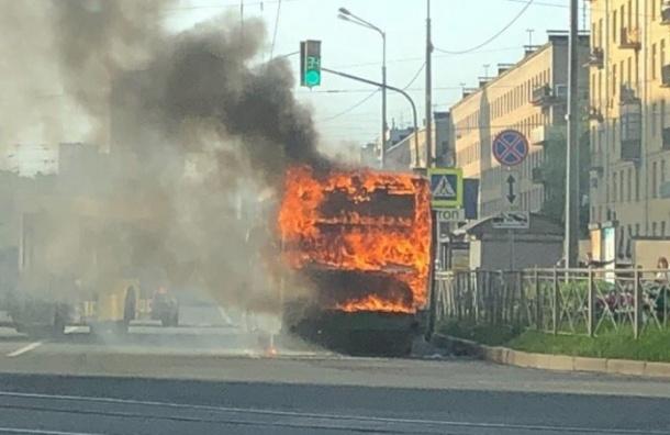 Автобус сгорел наВасильевском острове