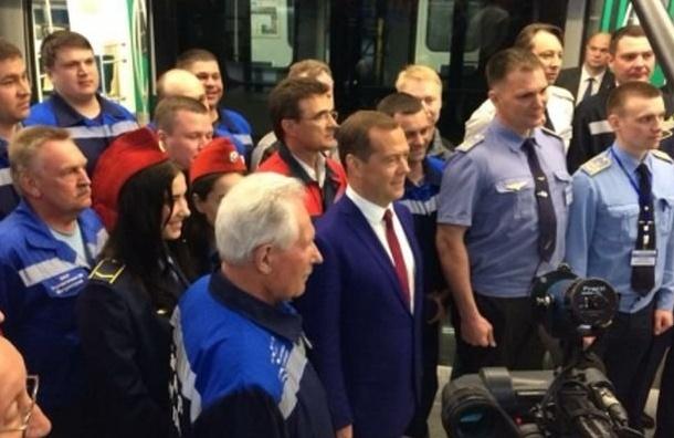Медведеву понравилась закрытая «Новокрестовская»