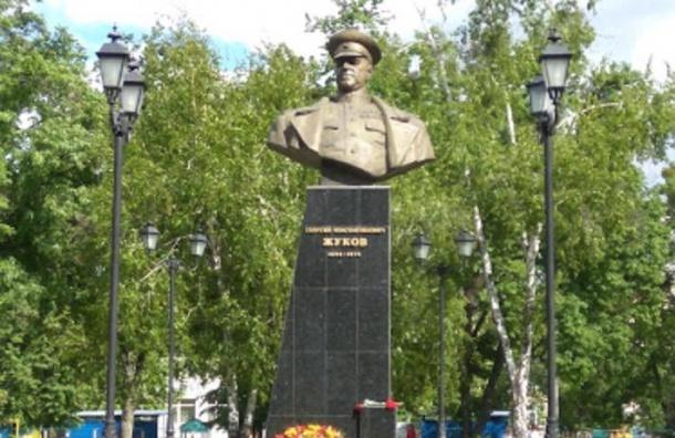 Неизвестные пытались снести памятник Жукову вХарькове