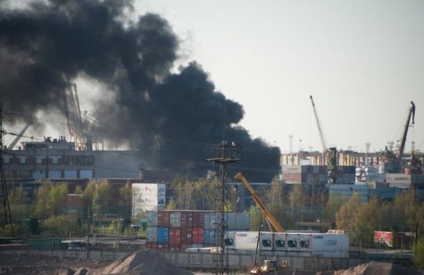 Пожарные потушили возгорание вРыбном порту