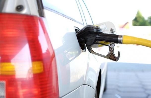 Каждый десятый литр бензина вПетербурге является контрафактным