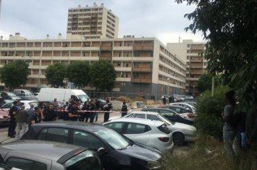 Неизвестные вмасках открыли стрельбу вМарселе
