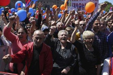Протестующие вАрмении блокируют дороги ваэропорт