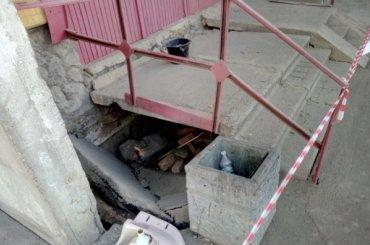 Под жилым домом наПулковском шоссе провалился асфальт