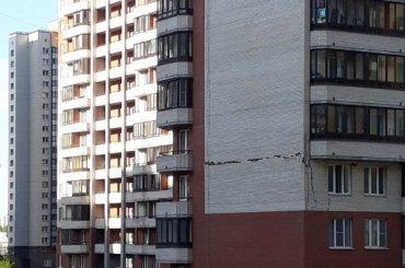 «Некачественный кирпичик»: что произошло сдомом наПулковской?