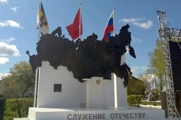 Статую Путина убрали измонумента «Служу Отечеству» вКурганской области