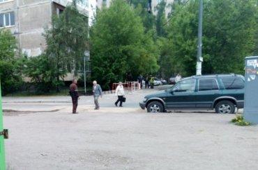 Трубу сгорячей водой прорвало наСофийской улице